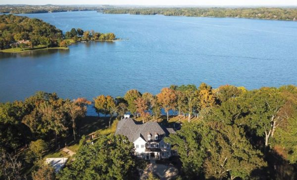 Kelly Clarkson's Tennessee Lake Mansion For Sale, $7.49 Million